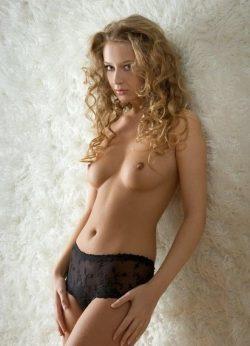 Девушка ищет мужчину в Екатеринбурге.Очаровательная обладательница соблазнительных форм